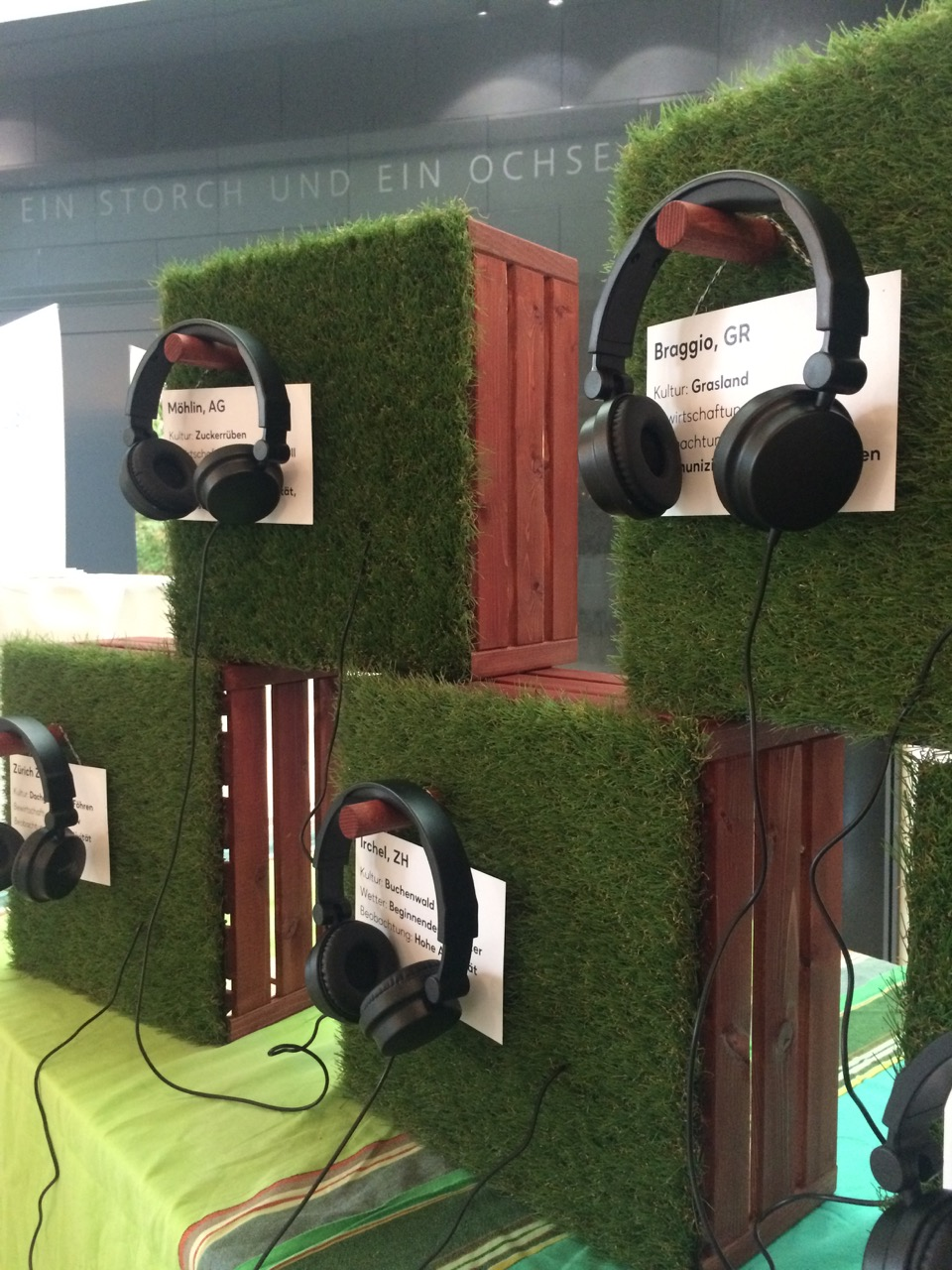 The mobile listening station consists of wooden boxes with headphones.